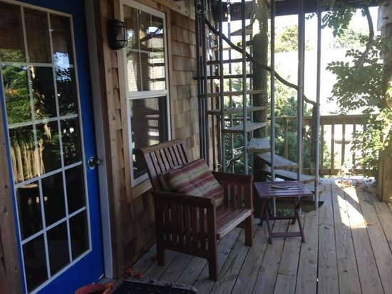 Pam's Pelican Bed & Breakfast : Second floor balcony