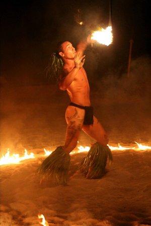 Tiki Village Cultural Centre: Fire Dance AMAZING!!