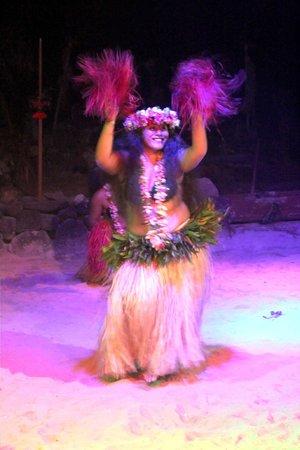 Tiki Village Cultural Centre : dancer