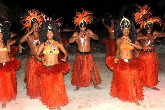 Tiki Village Cultural Centre : All dancing