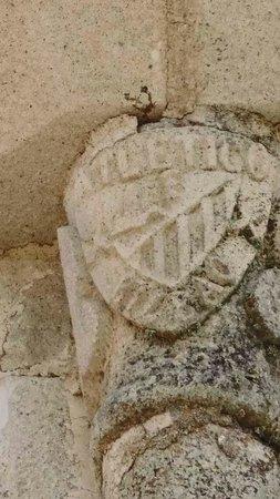 Castillo de Trujillo: Detalle de una de sus columnas superiores