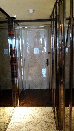 The Ritz-Carlton Shanghai, Pudong: Entrance