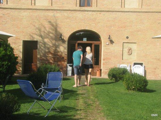 Bed & Breakfast Fonte dei Tufi : Back entrance from the yard