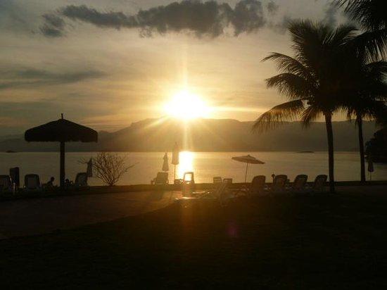 Vila Galé Eco Resort de Angra: atardecer en la playa