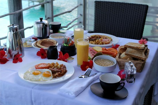 InterContinental Bora Bora Resort & Thalasso Spa : Yummy Breakfast delivered by canoe