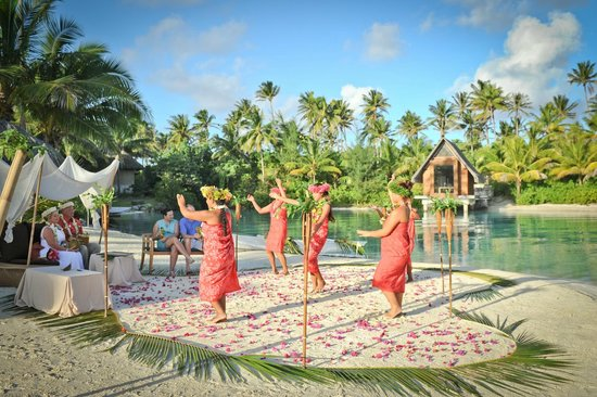 InterContinental Bora Bora Resort & Thalasso Spa : Dancers at our ceremony