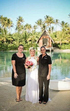 InterContinental Bora Bora Resort & Thalasso Spa : The Amazing Laure and Sophie that made my ceremony perfect