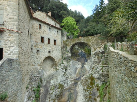 Eremo Le Celle: The water fall.