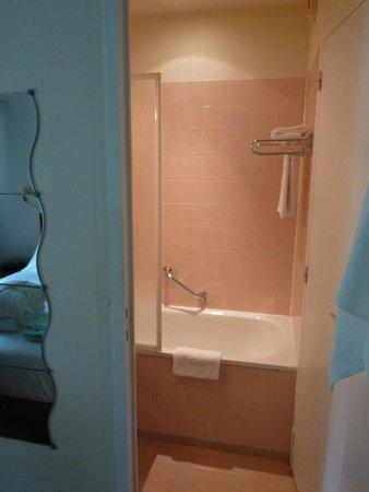 Le Clos Deauville Saint Gatien : la salle de bain