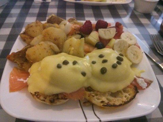 Baker Street Cafe: Atlantic smoked salmon eggs Benny