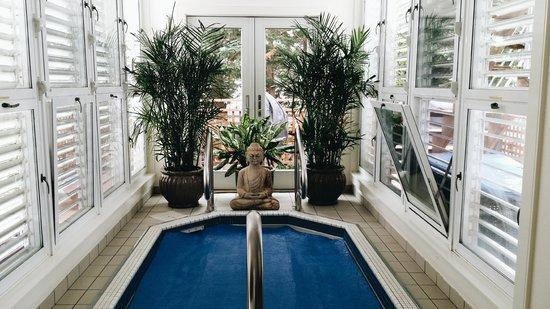 8 Dyer Hotel: hot tub