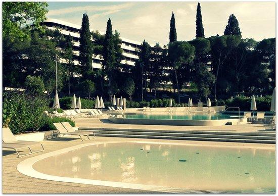 Hotel Lone : Poolside