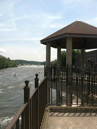 Best Western Plus Oswego Hotel And Conference Center: On the river