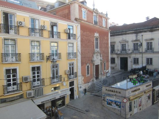 Flor da Baixa: Вид из нашего окна