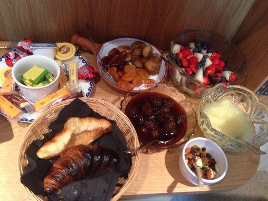 The Cedars: Cold breakfast