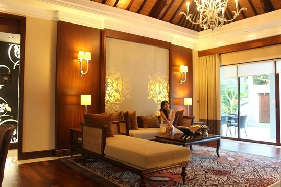 The Laguna, a Luxury Collection Resort & Spa: The luxurious living room