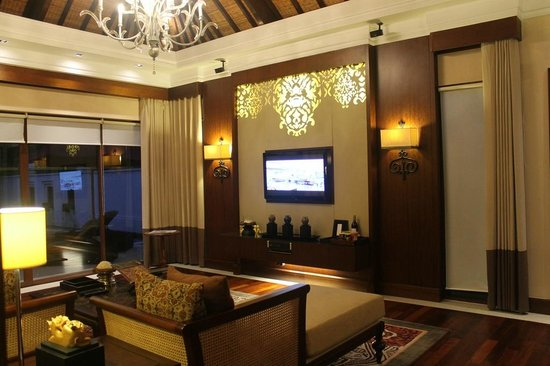 The Laguna, a Luxury Collection Resort & Spa : The luxurious living room