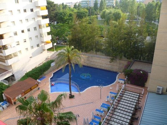 Eurosalou Hotel : view of pool from room