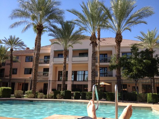 Courtyard by Marriott Phoenix Chandler: Me getting some SunShine @ the pool