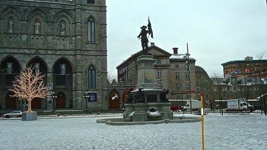 Old Montreal : Piazza della Cattedrale