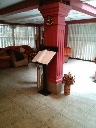 Amerinka Boutique Hotel: Guests book in Main communal Living room