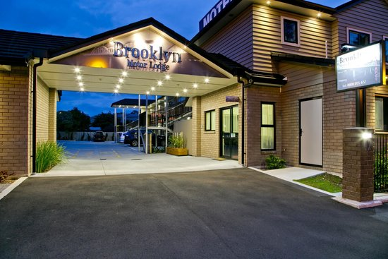 Brooklyn Motor Lodge: Front Night View