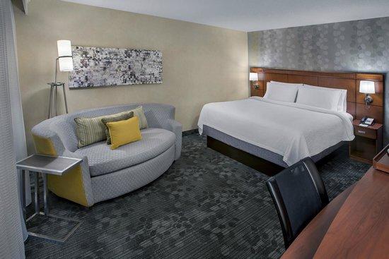 Courtyard Philadelphia Airport: Guestroom