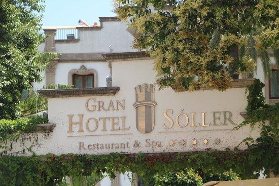 Gran Hotel Sóller: Hoteleinfahrt
