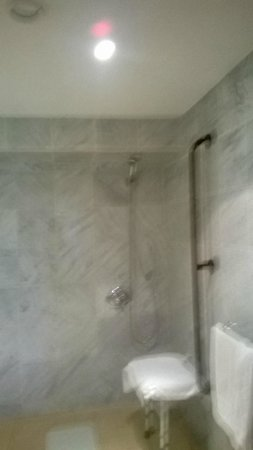 Norbreck Castle Hotel: wet room