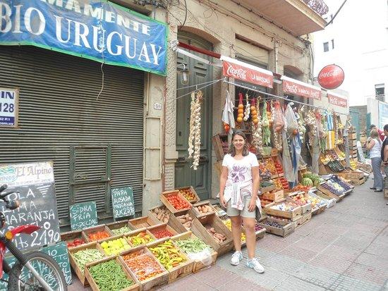"""Mercado de la Abundancia: """" fora do mercado muitas lojinhas..."""""""