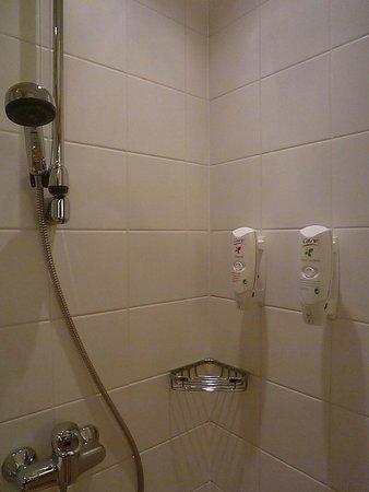 Holiday Inn Helsinki City Centre: The Shower
