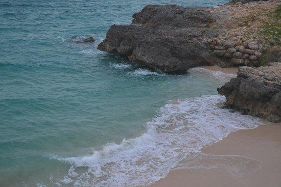 Four Seasons Resort and Residences Anguilla: Barnes Bay beach
