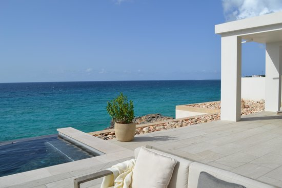 Four Seasons Resort and Residences Anguilla: The rooftop spa infinity pool