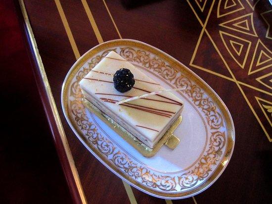 Emirates Palace: Mon petit gâteau à la feuille d'or