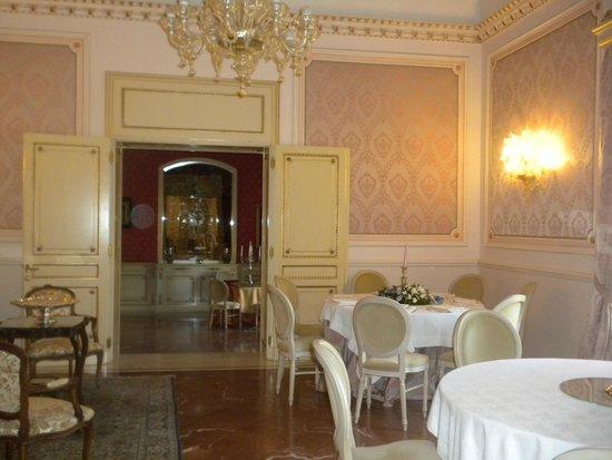 Relais Antica Badia: sala colazione