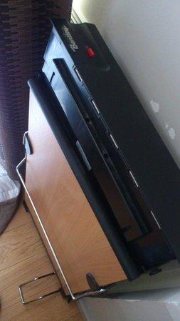 Hotel Apollinaire: appareil cassé non identifié