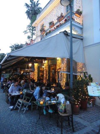 Plaka District: Bares e restaurantes com charmosas fachadas e deliciosas comidas típicas em Plaka