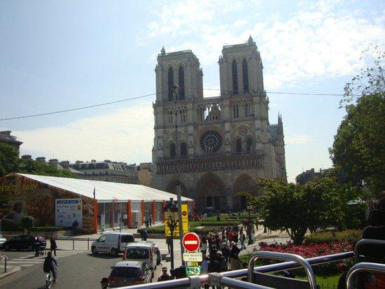 Notre-Dame de Paris: La piazza di Notre Dame