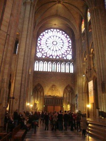 Notre-Dame de Paris: vetrata varipinta