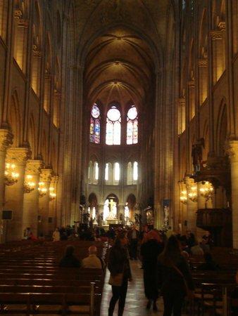Notre-Dame de Paris: Navata centrale