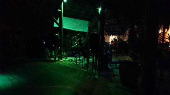 Kuramathi Island Resort : Music at Laguna Bar