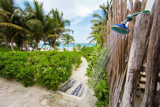 Cabanas Tulum: Beach shower