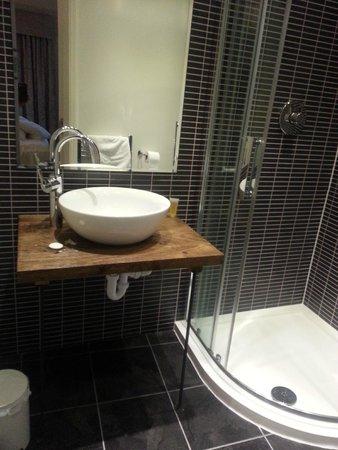The Royal Oak at Keswick: Our bathroom