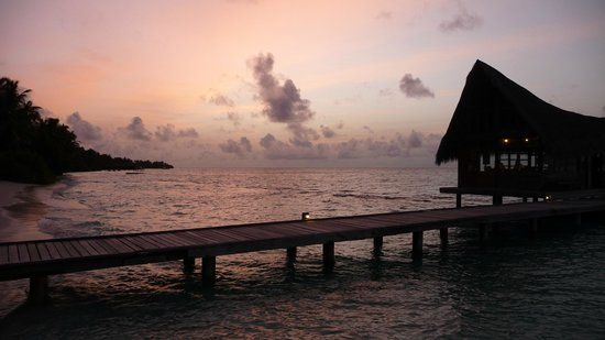 Kuramathi Island Resort: Sunset at Dhoni Bar
