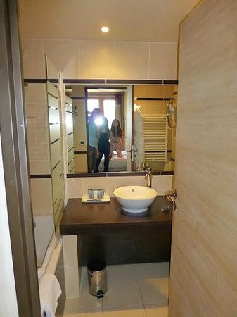 Hotel L'Arboisie : second bathroom