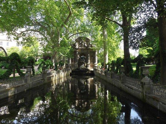 Luxembourg Gardens: fontana