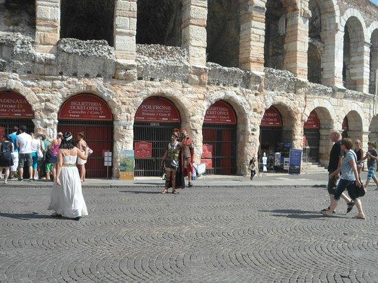Arena di Verona: Em frente a Arena de Verona
