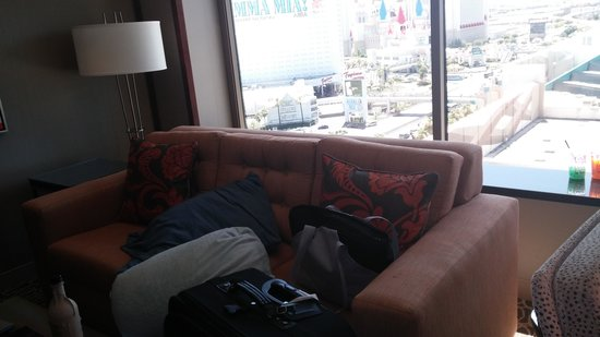 MGM Grand Hotel and Casino: Lots of space to place your luggage, great view of the strip