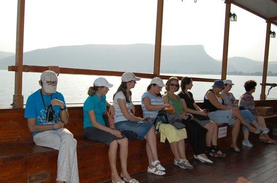 Sea of Galilee : группа христиан