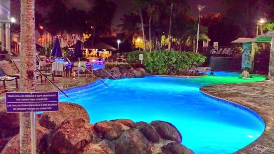 Embassy Suites by Hilton San Juan Hotel & Casino: Piscina